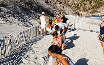 """Restauration des dunes sur la plage <small class=""""subtitle"""">Rencontre avec Didier Laplace, Président de l'association Coral Restauration</small>"""